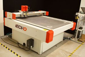 iEcho - CNC digital cutter, plotter, for cutting samples of cardboard & corrugated