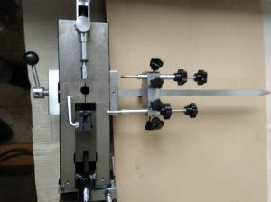 Manual bender for steel rules