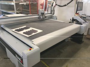 ZUND G3 L-2500 sample maker and digital cutter